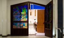 O processo de saída do seminário ou vida religiosa costuma ser carregado por dor pessoal e julgamento social (Mateus Campos Felipe/Unsplash)