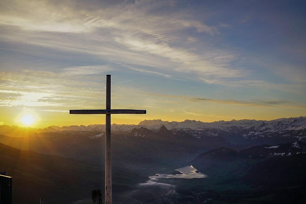 Cada aurora é memória da entrada de Jesus, Luz do Mundo, na história