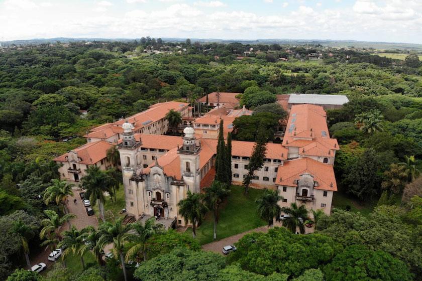 A casa de retiros de Itaici é referência na Espiritualidade Inaciana no Brasil e muitos de seus retiros, cursos e encontros são ministrados por e têm à sua frente mulheres