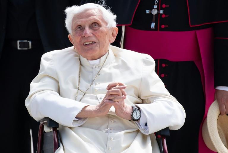 Depois da declaração, o Vaticano tranquilizou os fiéis sobre a saúde de Bento XVI