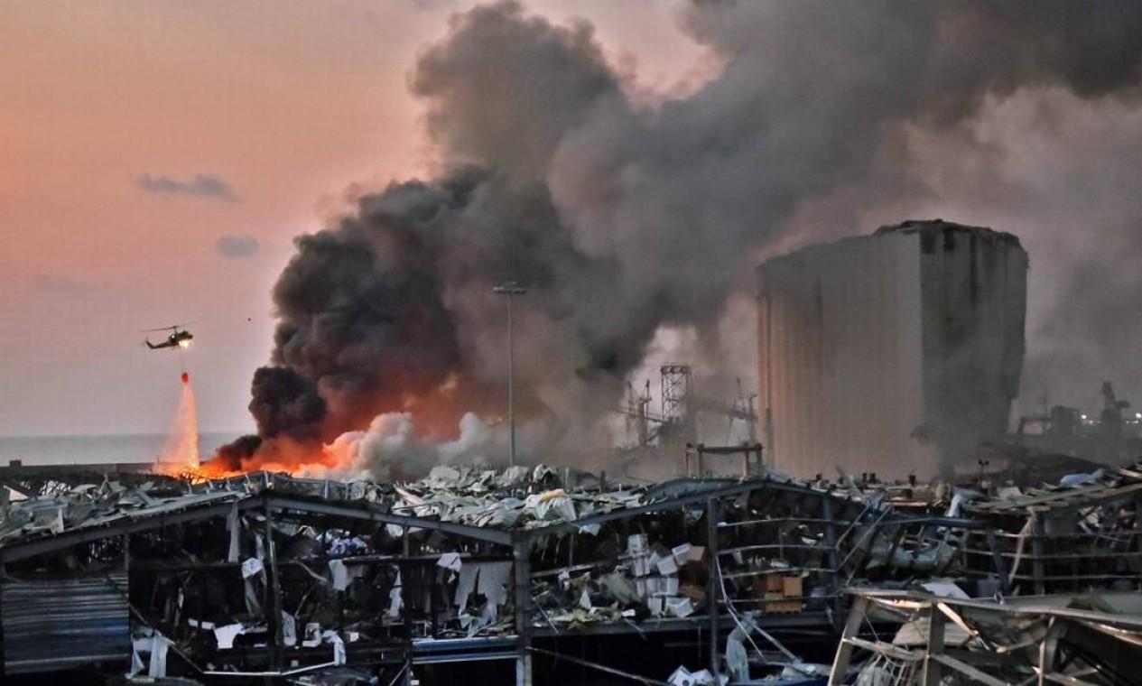 Prédios destruídos após explosão em Beirute