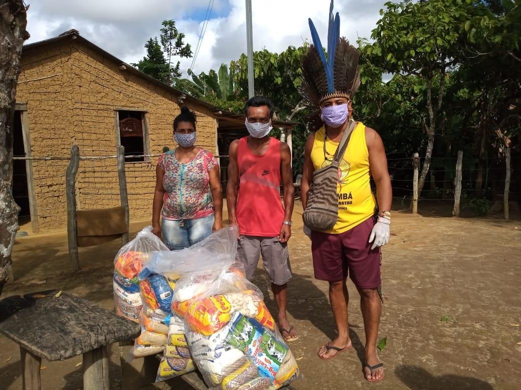Desamparados pelo governo,indígenas contam com a solidariedade para tentar vencer a pandemia