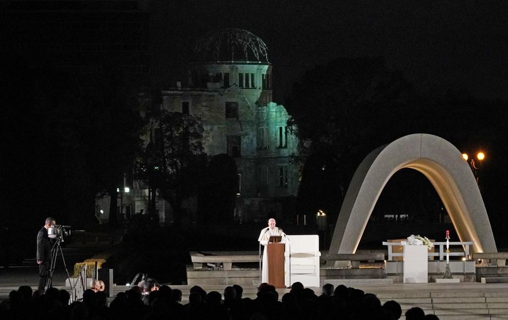 Papa Francisco participa de uma reunião pela paz no Parque Memorial de Hiroshima em 24 de novembro de 2019