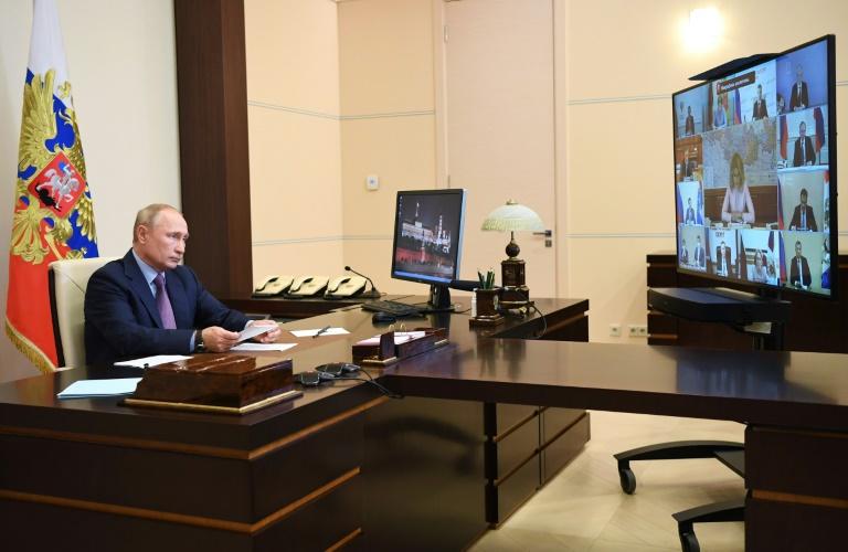 (Arquivo) O presidente russo Vladimir Putin durante uma videoconferência com integrantes do governo em 29 de julho de 2020