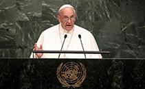 Em 2015, a presença do papa na ONU assinalou sua liderança mundial na assinatura dos ODS 2030 (Timothy A. Clary/AFP)