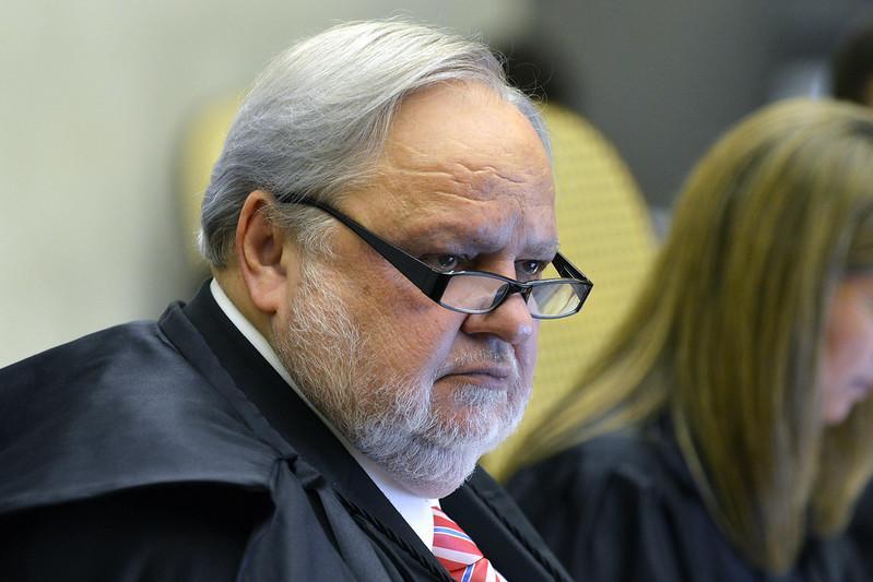 Decisão do ministro manda Queiroz voltar à prisão