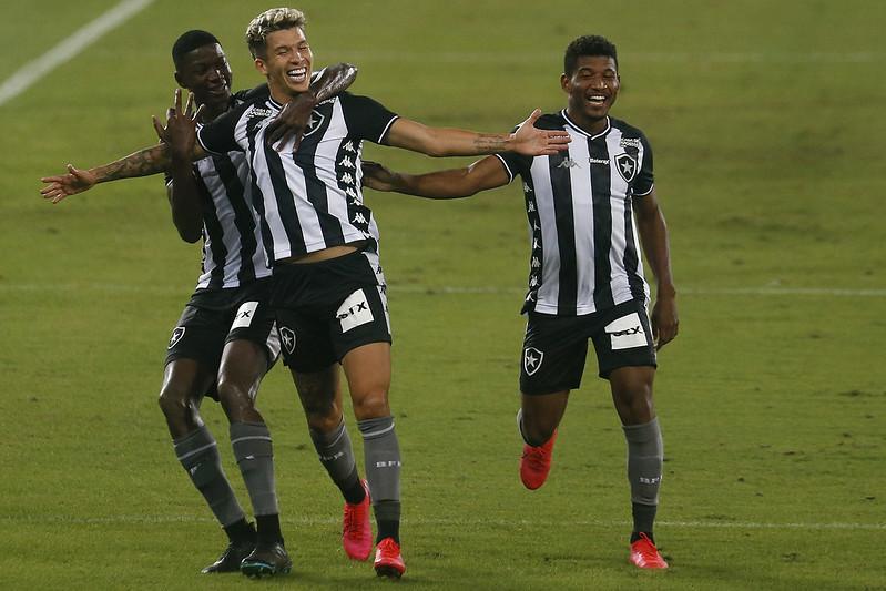 Luiz Henrique e Carlos Alexandre marcaram os dois gols do Botafogo