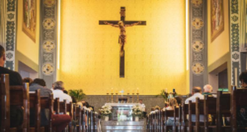 Para o catolicismo, pois, a participação na Eucaristia é um dever, e como ressalta o Concílio Vaticano II, um direito de todo fiel (Mateus Campos Felipe / Unsplash)