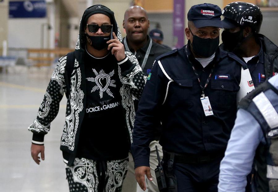 Ronaldinho está de volta ao Brasil