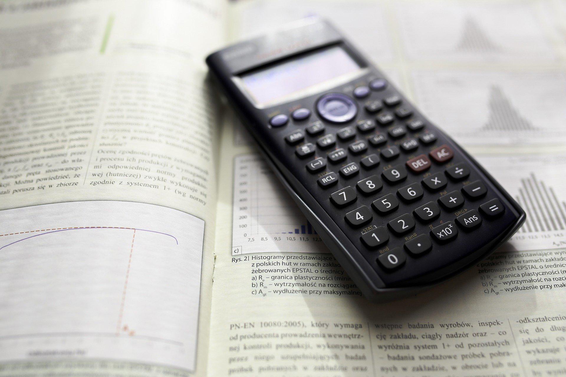 Os primeiros classificados serão contemplados com kits da EMGE, calculadora científica, Kindle e kits youtuber