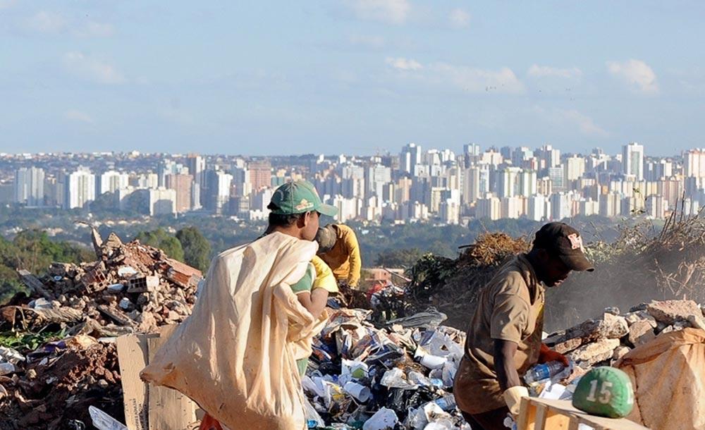 Direitos sociais e ambientais têm sido dilapidados por interesses econômicos