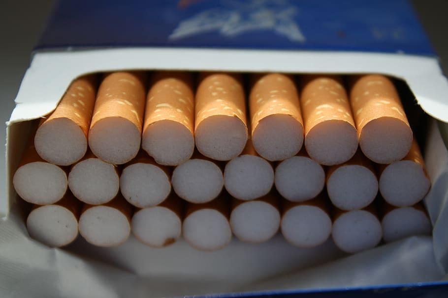 Jadir olhou para o maço de cigarros e decidiu nunca mais fumar
