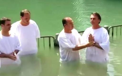 Bolsonaro foi batizado por pastor preso