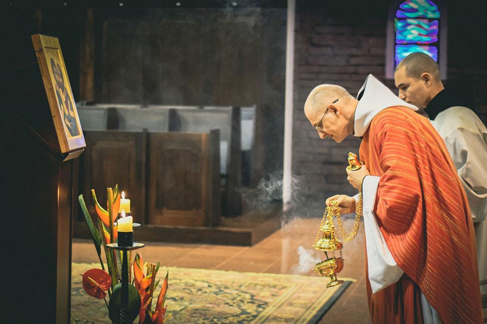 Defender e valorizar o atual Missal não é apenas preferir um tipo de celebração, é compreender que Igreja queremos ser