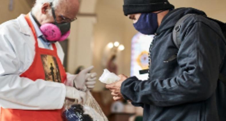 Padre Júlio Lancellotti realiza um trabalho constante de ajuda à população carente, mas afirma 'Eu sou um LGBTfóbico em desconstrução'. O respeito ao próximo caminha lado a lado com o amor que Jesus pregava (Reprodução Instagram)