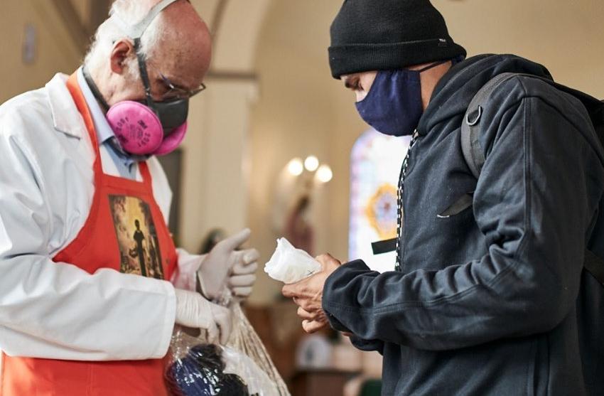 Padre Júlio Lancellotti realiza um trabalho constante de ajuda à população carente, mas afirma 'Eu sou um LGBTfóbico em desconstrução'. O respeito ao próximo caminha lado a lado com o amor que Jesus pregava