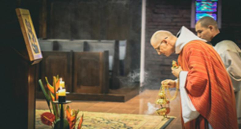 A liturgia, em seu aspecto memorial, é nossa inserção no Mistério da Páscoa de Cristo (Unsplash/ Mateus Campos Felipe)