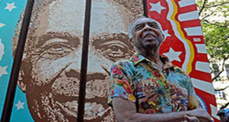 Gilberto Gil participa de inauguração de painel em sua homenagem na Cinelândia, no centro do Rio, em 2017 (Tomaz Silva/Agência Brasil)