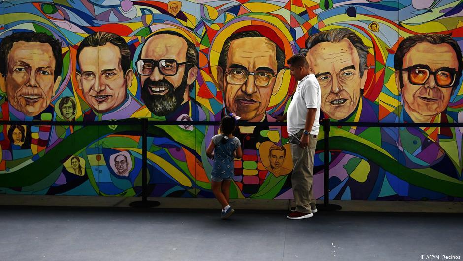 Mural em El Salvador retrata jesuítas assasinados em novembro de 1989
