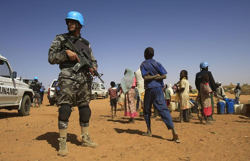 Força de paz da ONU limita-se a criar barreiras efêmeras entre os litigantes e não consegue impedir as escaramuças e matanças constantes