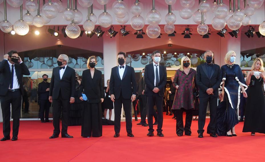 Os membros do júri do 77º Festival de Cinema de Veneza, em 2 de setembro de 2020