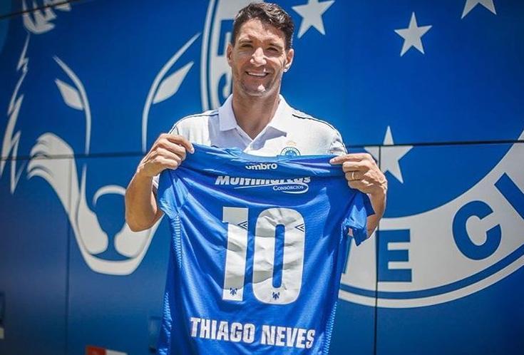 Thiago Neves defendeu as cores do rival, Cruzeiro, entre os anos de 2017 e 2019