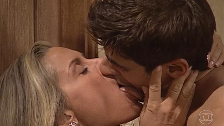 Beijo de Helena e Edu, em 'Laços de Família' (2000)