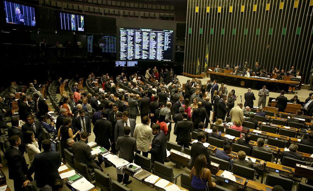 A Câmara tem hoje um quadro de 3,8 mil cargos, com 2,7 mil sendo ocupados por servidores efetivos