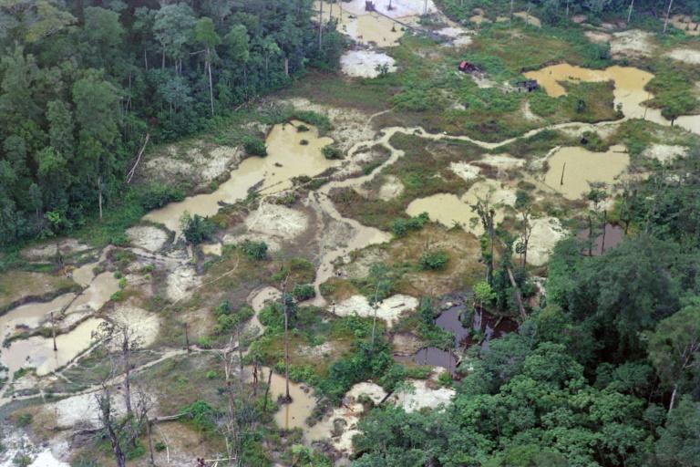 Segundo dados oficiais, o desmatamento da Amazônia brasileira registrou recorde semestral de 3.070 quilômetros quadrados entre janeiro e junho, uma alta de 25% na comparação com o mesmo período de 2019