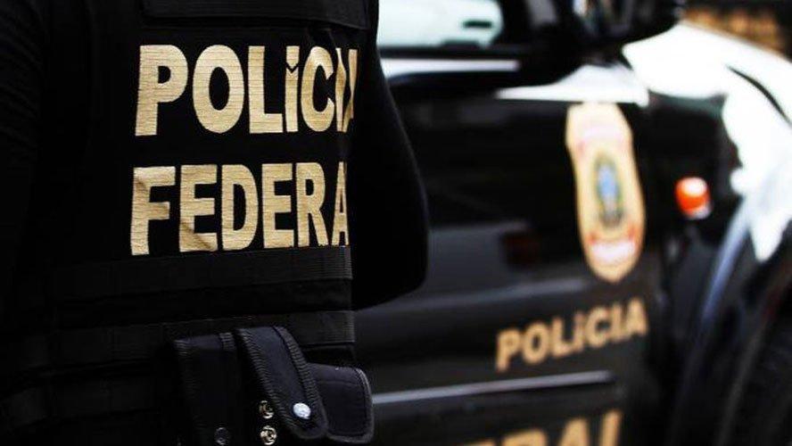 Cerca de 80 policiais federais e 8 auditores da Controladoria-Geral da União cumprem um mandado de prisão temporária e 21 de busca e apreensão