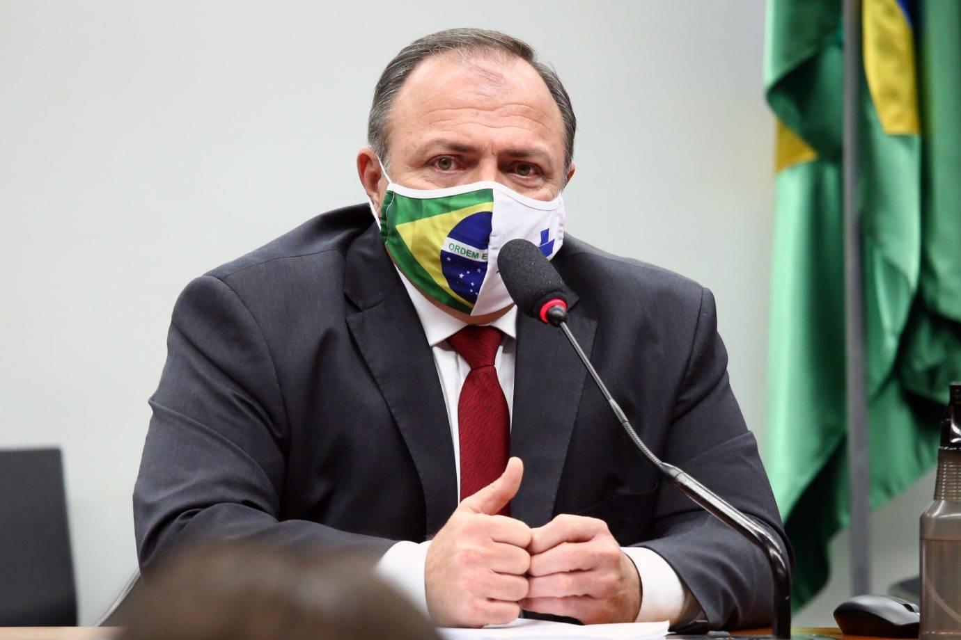 Ministro espera número da pandemia deste mês para definir sobre a distribuição dos kits