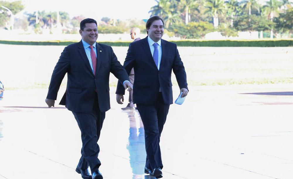Os presidentes do Senado, Davi Alcolumbre, e da Câmara, Rodrigo Maia, têm mantido conversas reservadas com ministros do Supremo