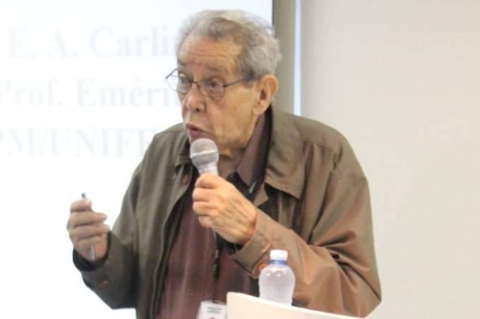 Carlini conquistou o título de doutor honoris causa em universidades do Brasil e do exterior