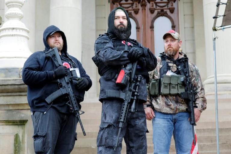 FBI está cada vez mais preocupado por possíveis choques violentos entre grupos extremistas ideológicos