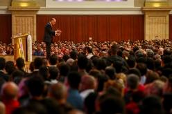'Um exemplo concreto da discriminação racial que presenciamos ocorreu na pessoa do próprio bispo Macedo, em uma das conferências que fez com Angola', afirma Batalha (Reprodução/Facebook)