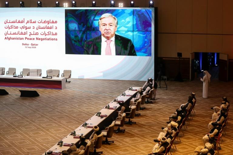 O secretário-geral da ONU, Antonio Guterres, discursa, por videochamada, durante a sessão de abertura das negociações de paz entre o governo afegão e o Talibã na capital do Catar, Doha, em 12 de setembro de 2020