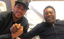 A internet e depois as redes sociais começaram a expor muito mais os ídolos esportivos. Na foto, Neymar e Pelé (Reprodução/Instagram)
