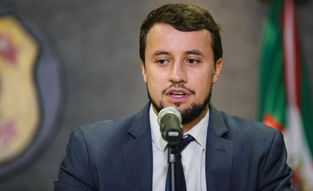 Castor reconheceu que custeou a propaganda com recursos próprios, mas negou ter participado de detalhes da contratação