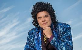 Diogo Vilela caracterizado como Cauby Peixoto, para o monólogo musical 'Cauby, uma paixão' (Dalton Valerio Divulgação)