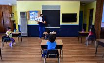 País tem escolas fechadas desde março por causa da pandemia do coronavírus (AFP)