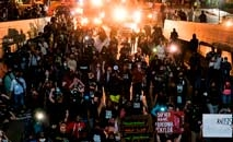 A revolta toma conta das ruas de Louisville, nos Estados Unidos (Getty Images/AFP)