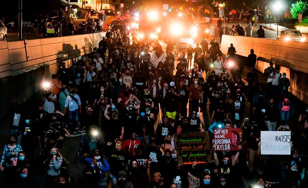 A revolta toma conta das ruas de Louisville, nos Estados Unidos