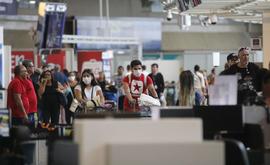 Desde que os voos internacionais e a entrada de estrangeiros por outras vias foram restringidos em março, em razão da pandemia da Covid-19, o governo avalia a cada mês as medidas que devem ser mantidas (Fernando Frazão/ABr)