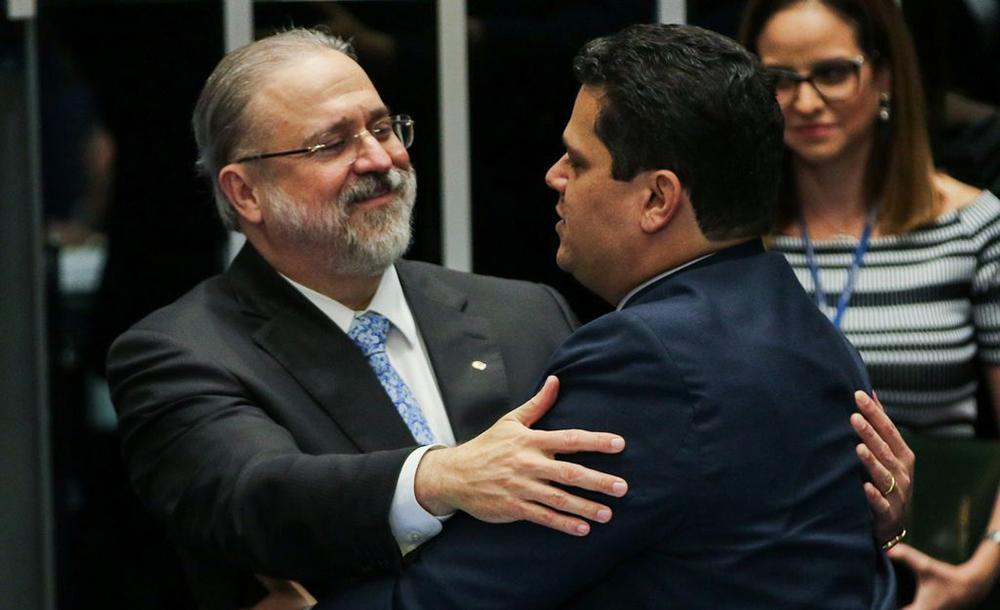 O procurador-geral da República, Augusto Aras e o presidente do Senado, Davi Alcolumbre (DEM-SP)