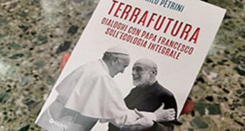 'Terra futura' apresenta três conversas, de 2018 a 2020, entre Petrini e o papa, sobre vários assuntos e eventos importantes, como ecologia integral, Sínodo da Amazônia e pandemia (Junno Arocho Esteves/CNS)