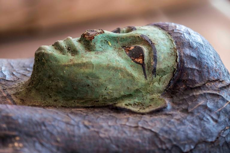 Um dos sarcófagos bem preservados encontrados na necrópole egípcia de Saqqara, em 3 de outubro de 2020