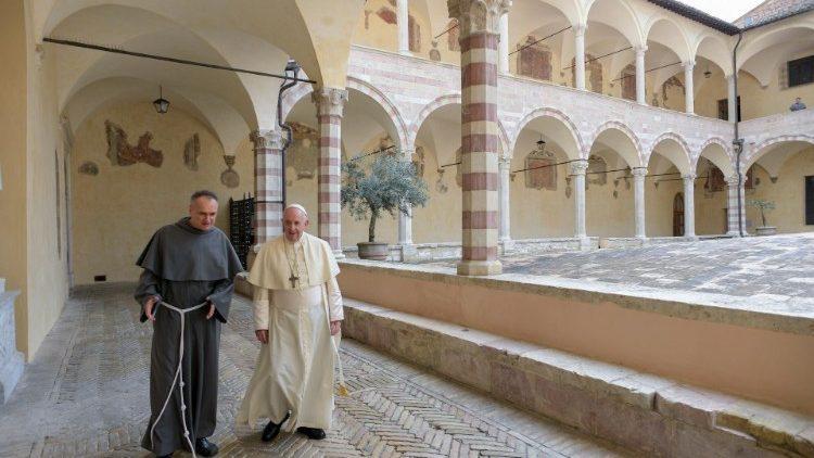 Papa Francisco durante sua breve estadia em Assis para assinatura de sua nova encíclica