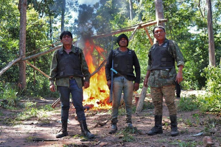 Tainaky Guajajara, Paulino Guajajara e Olimpio Guajajara, membros dos Guardiões da Floresta, em abril de 2019 no Maranhão