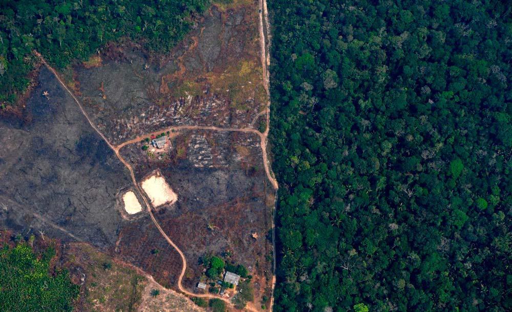 Desmatamento com queimada avança na Amazônia e pode travar acordo