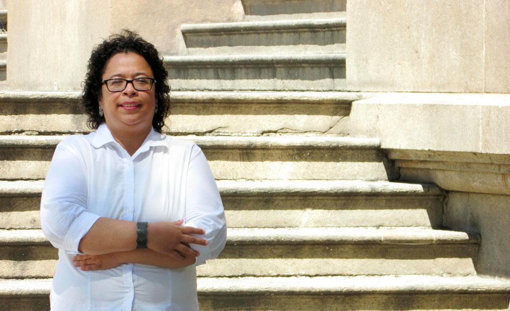 A poeta Alexandra Vieira de Almeida tem sua obra lançada pela Penalux